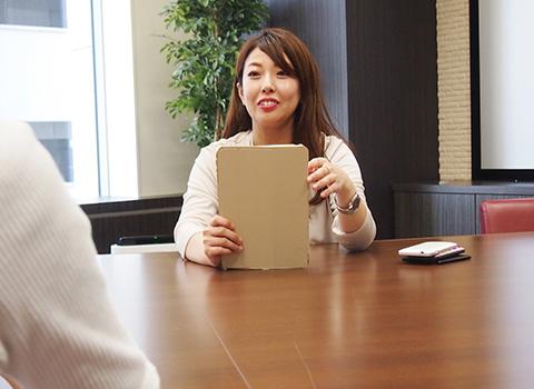 新人研修をしている鈴木 祐美子